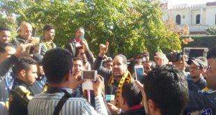 """جمهور """"الماص"""" يحتج أمام مقر الاتحاد المغربي"""