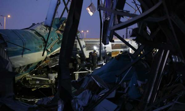 بالفيديو..قتلى وجرحى في حادث قطار بتركيا